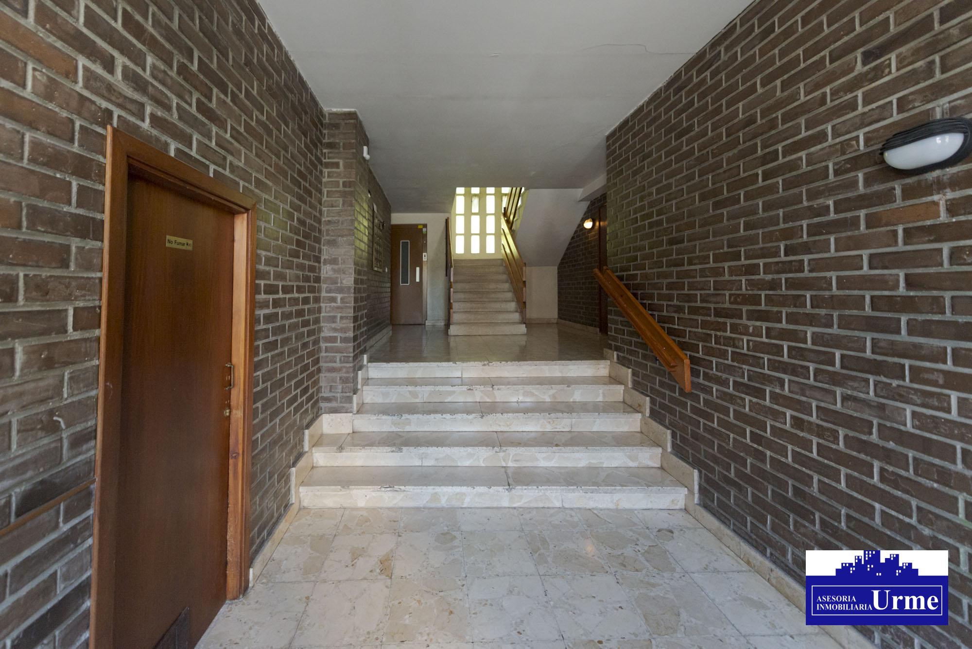 Zona tranquila de Artia, vivienda exterior,2 balcones,3 habitaciones, cocina equipada,salon,baño+aseo.Para entrar!!