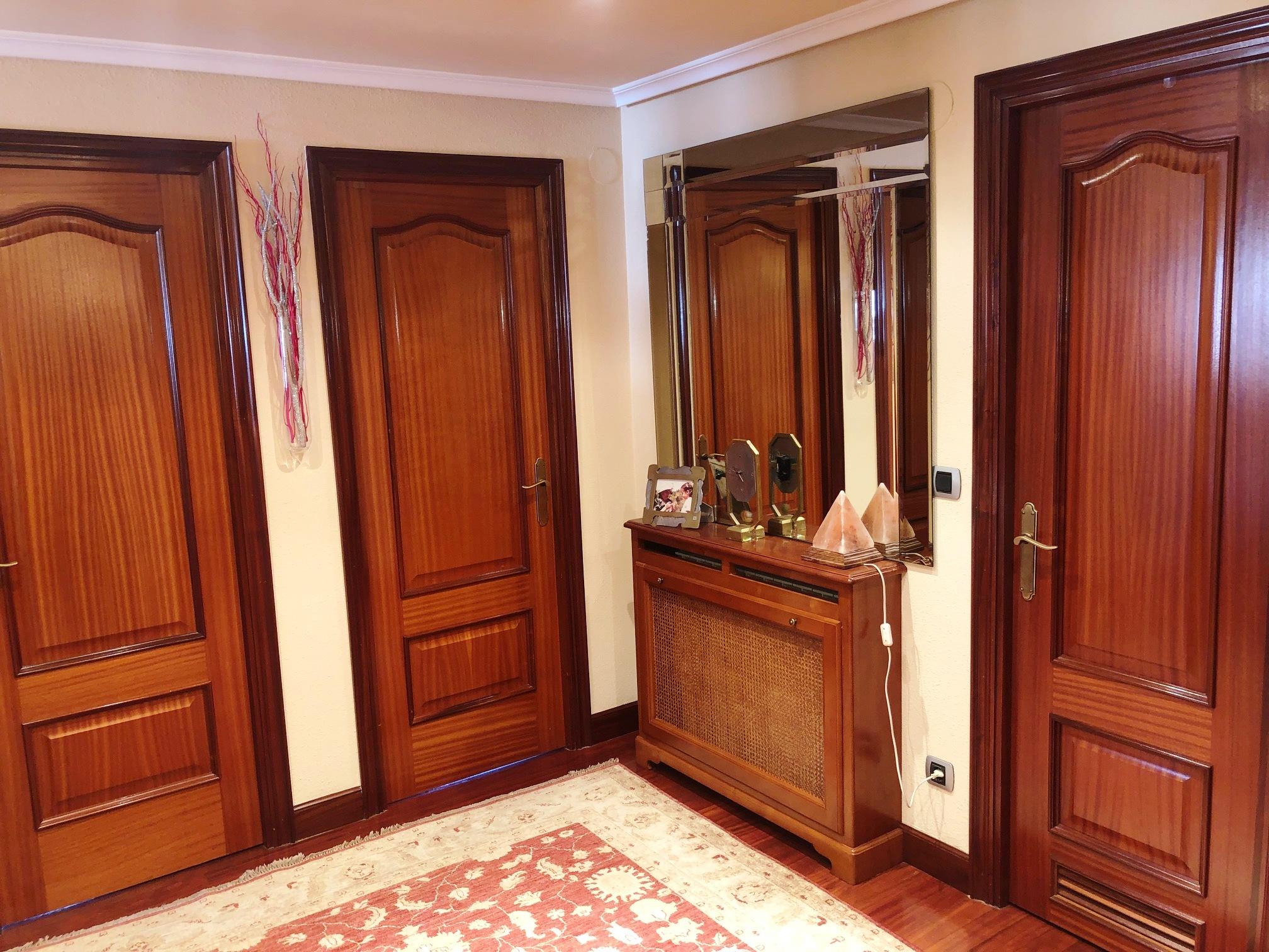 Ideal para gran familia o amantes de grandes espacios!!Duplex,en la calle Fuenterrabia! exterior.Balcon!6 habitaciones,3 baños,gran salon...estupendo!!