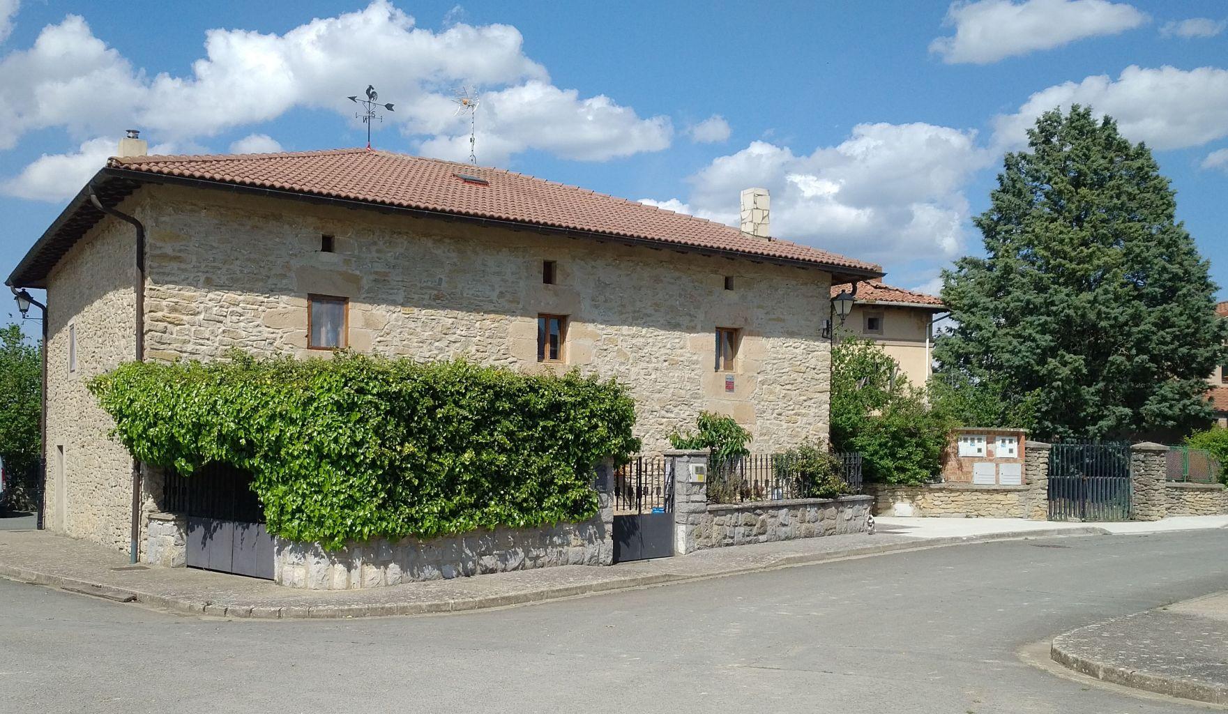 A 10kms de Vitoria,casa solariega del siglo XVIII, rehabilitada totalmente,229m2 utiles,entorno idilico!! Te sorprendera!!