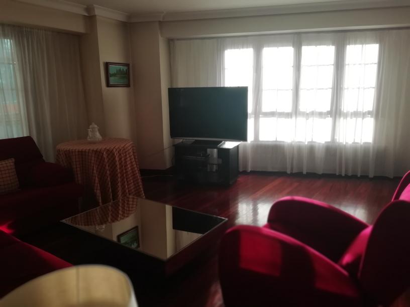 Vivienda en la plaza de Urdanibia, amplia y con luz.Salon de 38m2!!3 habitaciones, dos baños,trastero, ascensor!!!
