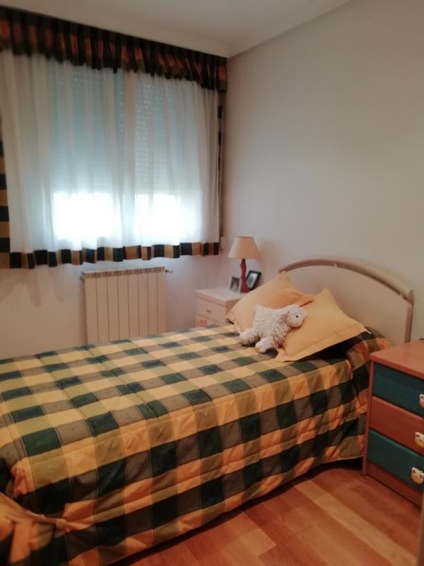 En el barrio de Larrendi, vivienda soleada,3 dormitorios, exterior.Dos balcones!!!!