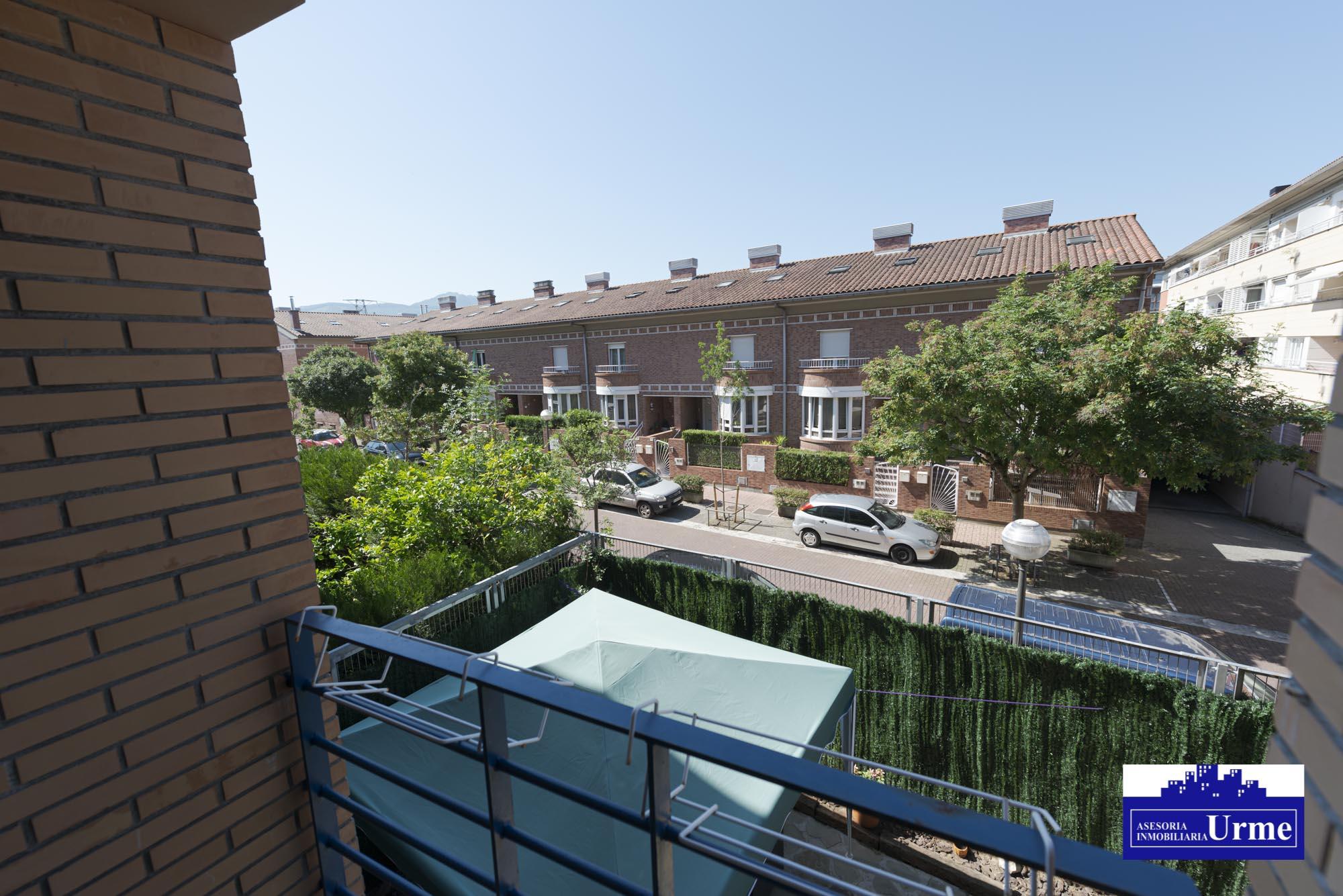 En Puiana duplex con  terraza y dos plazas de parkings juntas,trastero.110m2,3 habitaciones,salon,cocina y 2 baños.Informate!!