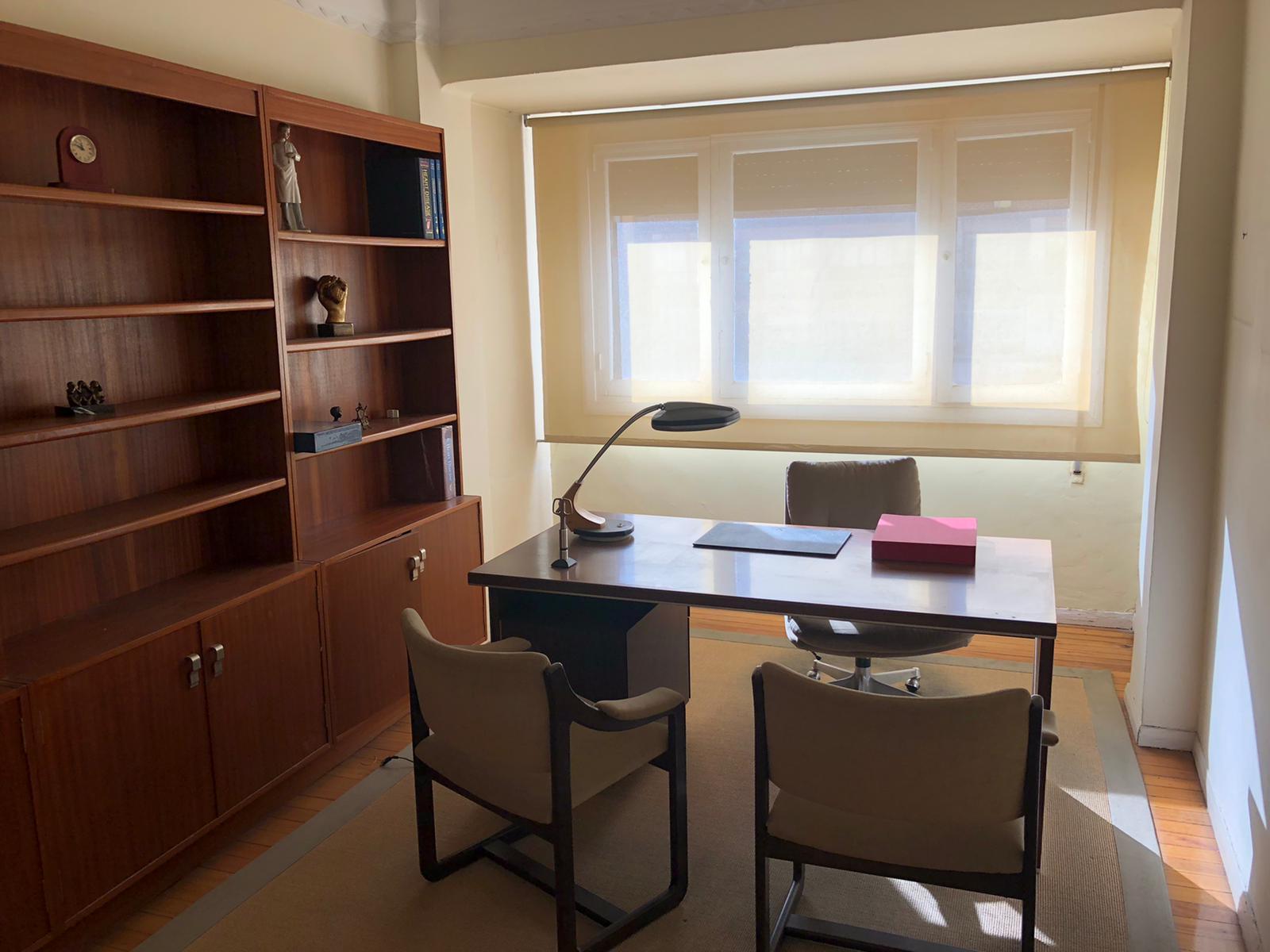 A reformar,en Paseo de Colon, pleno sur,78m2,3 habitaciones, salon,cocina y baño.Ascensor.Informate!!