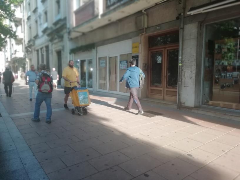 Local en Paseo de Colon 56 de Irun.Gran afluencia de publico...