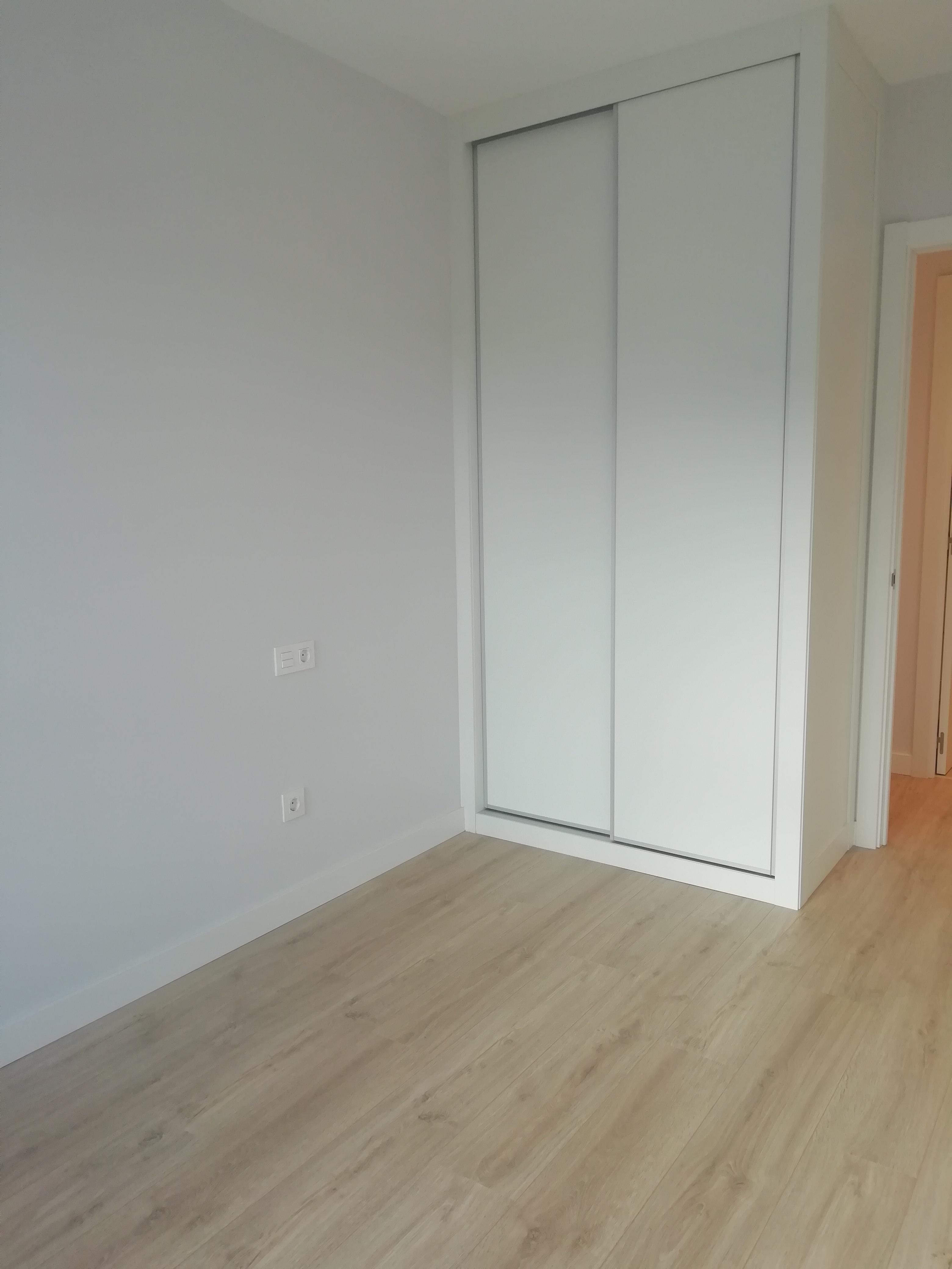 A Estrenar!! En el centro,apartamento de 1 habitacion,salon,cocina equipadisima y baño con ducha.Luminoso 5º planta con ascensor.Visitalo!!!!