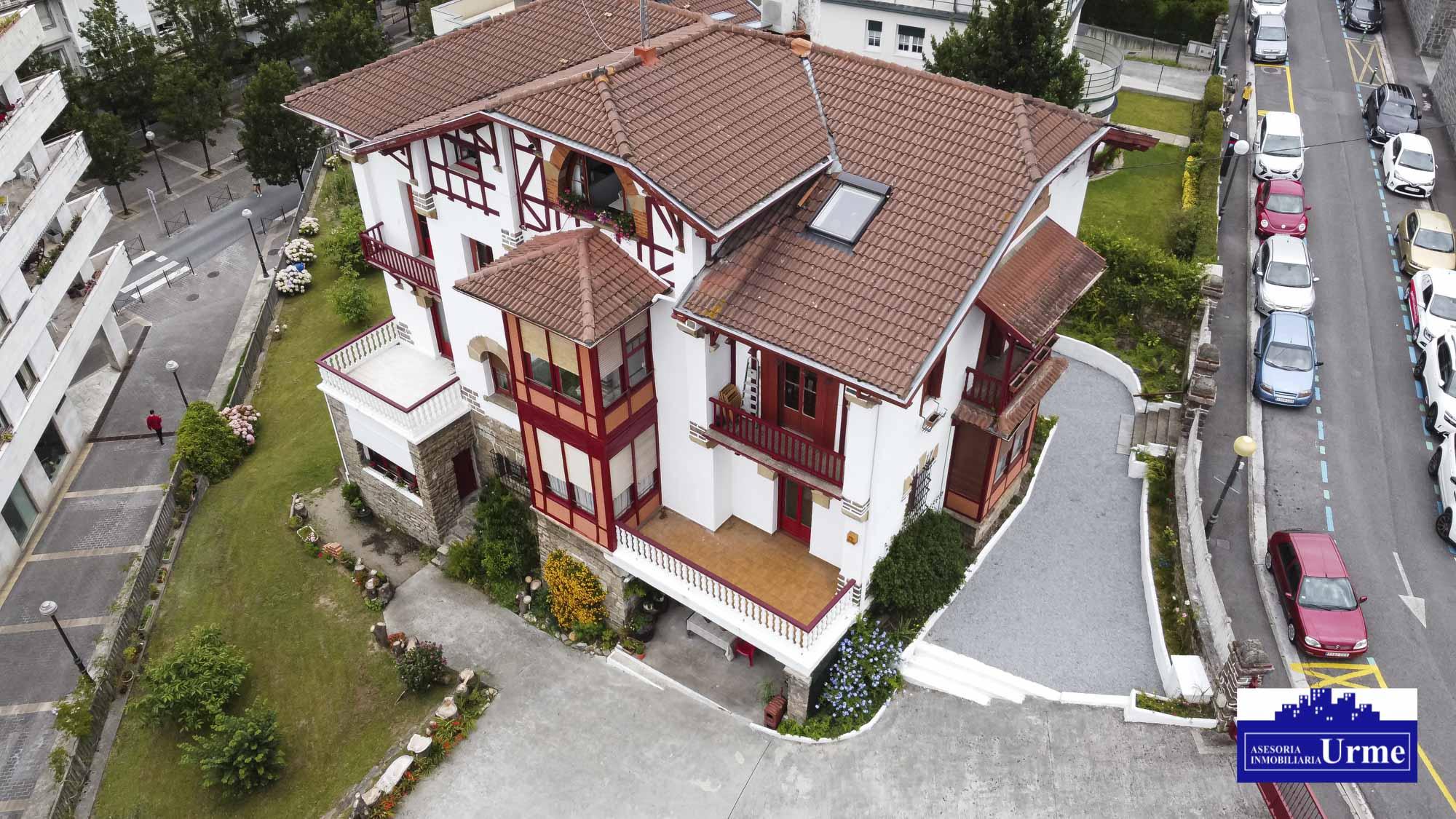 Zona Mendibil, la mejor zona de Irun Pisazo en villa de los años 1920.Todo glamour.Informate!!