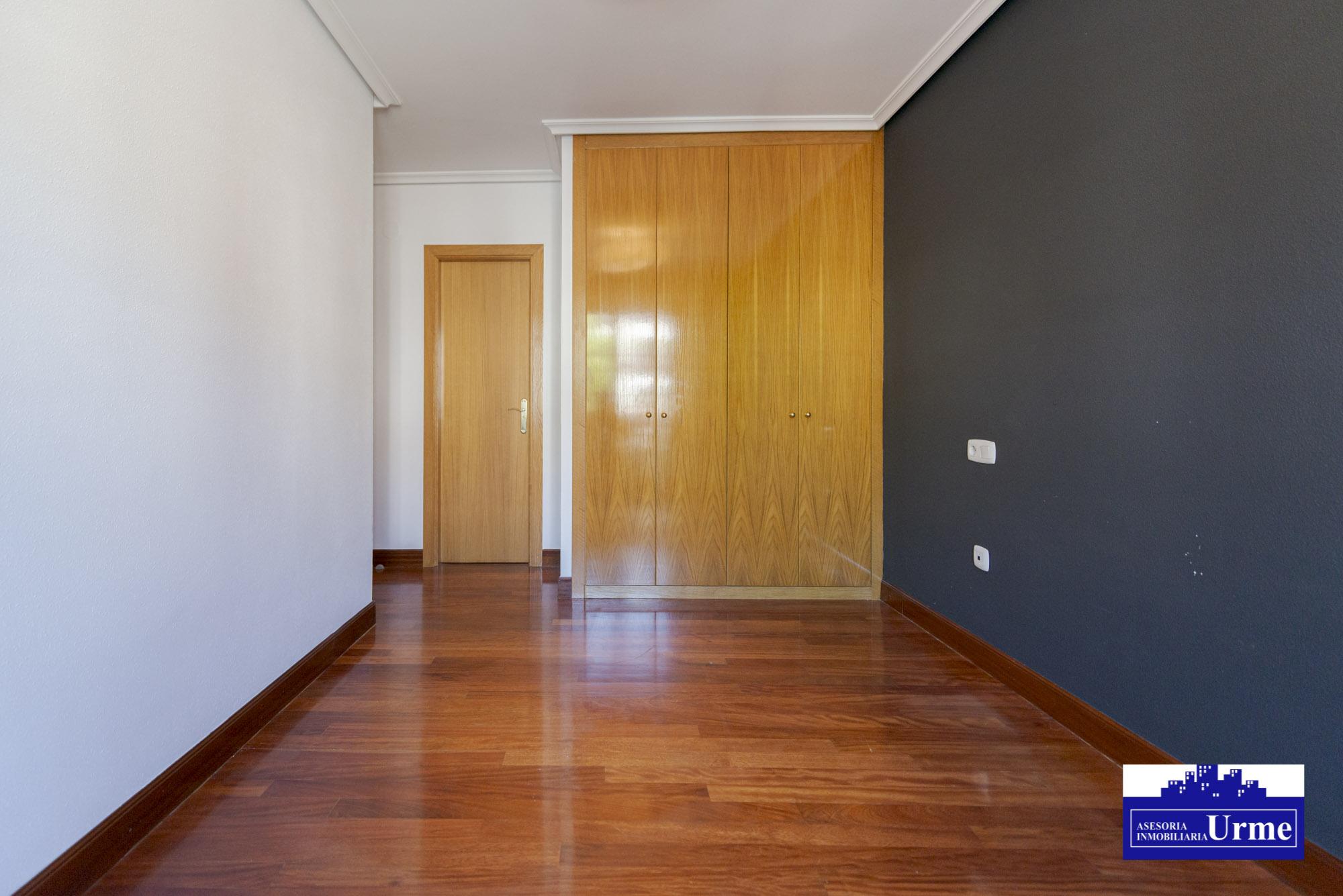En Urdanibia berri, tu piso con terraza, en zona residencial 90m2,3 habitaciones,alon,cocina y 2 baños.Garaje txiki. Imformate!!