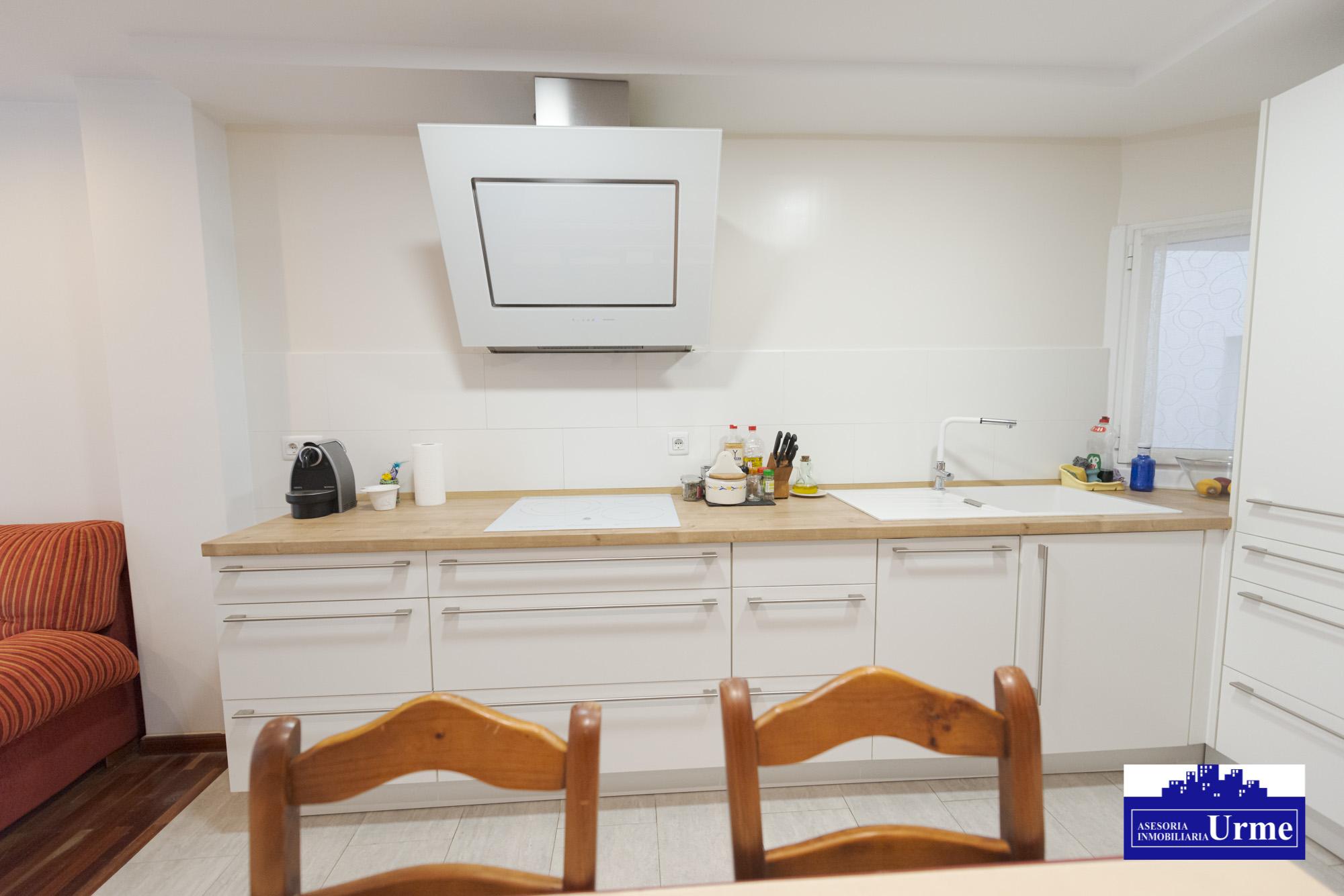 En Urdanibia,en el corazon de Irun,vivienda para entrar a vivir! 3 habitaciones, gran salon,cocina abierta tupi americana,baño completo+ aseo! Informate