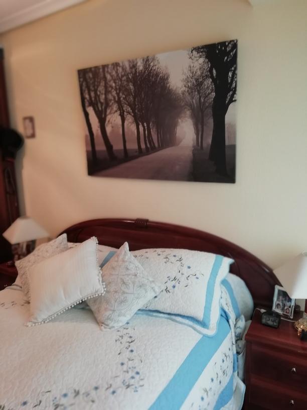 En Anaka 3 dormitorios, gran salon,cocina equipada y baño.