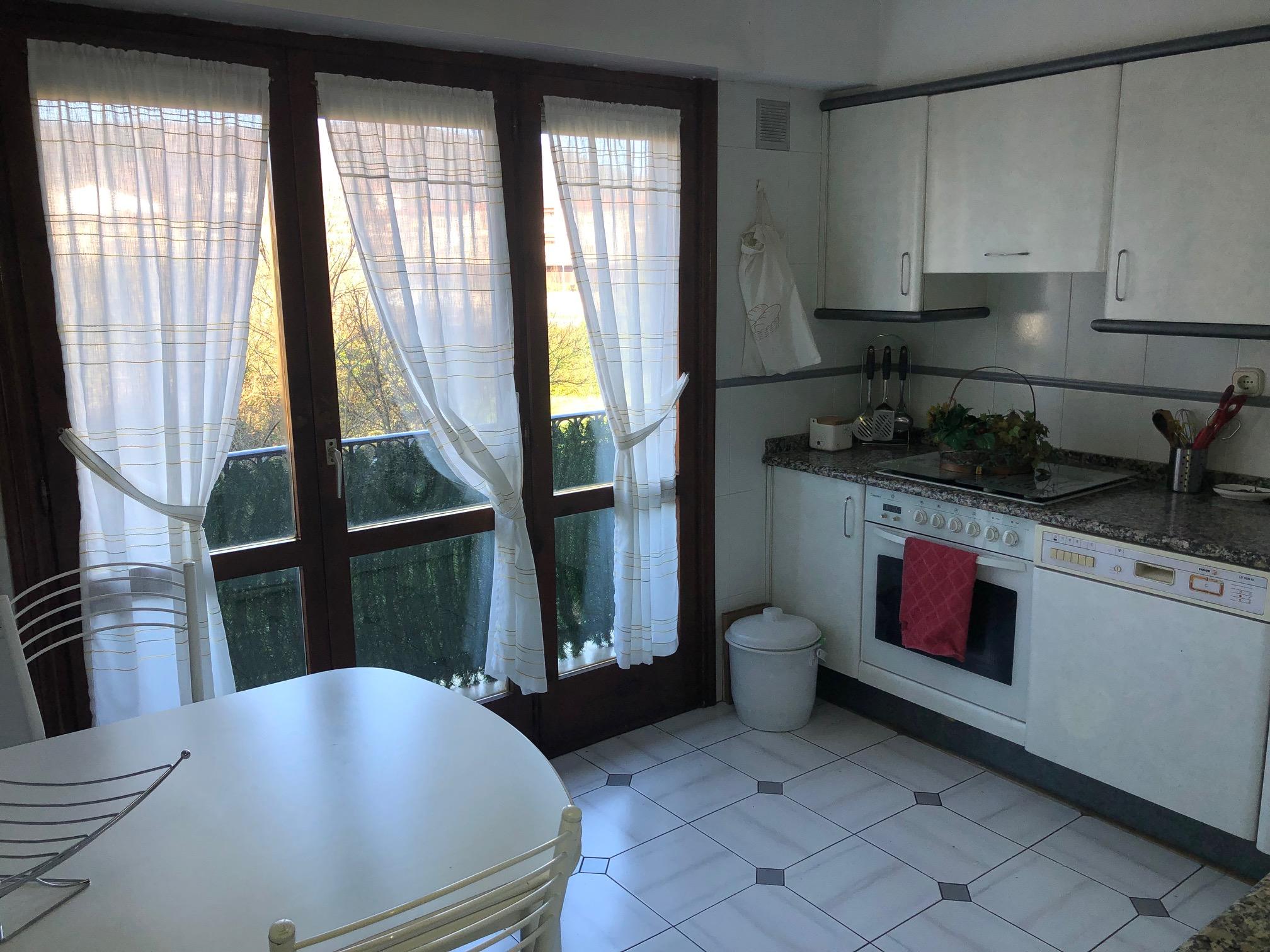 En San  Miguel,unos 100m2,3 habitaciones, salon,cocina, baño y aseo....