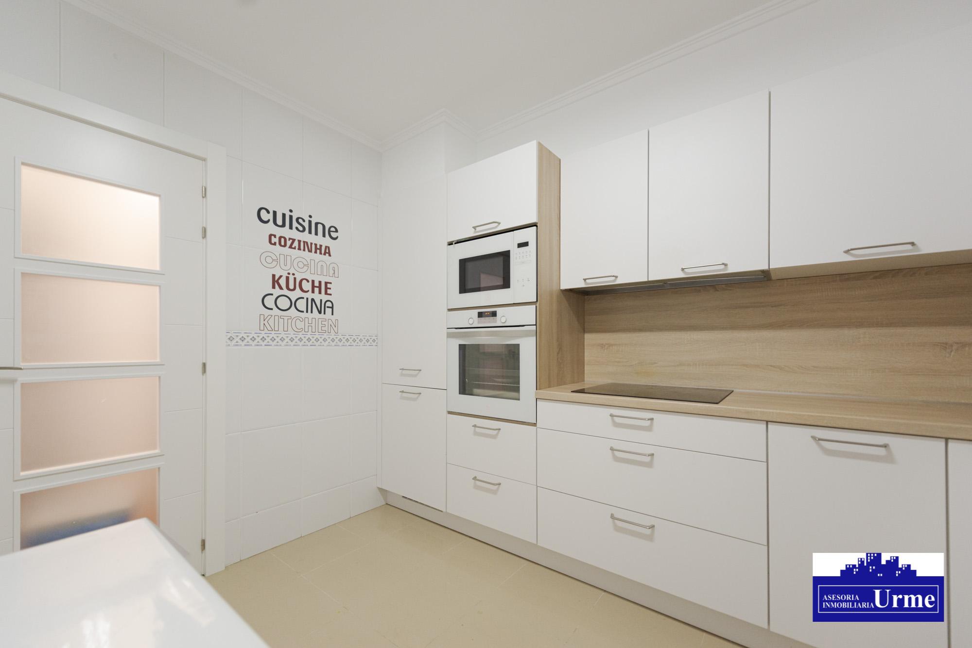 Zona Puiana,duplex con terraza de 35m2,en perfecto estado.3 habitaciones,salon,cocina equipada 2 baños. Informate!!!