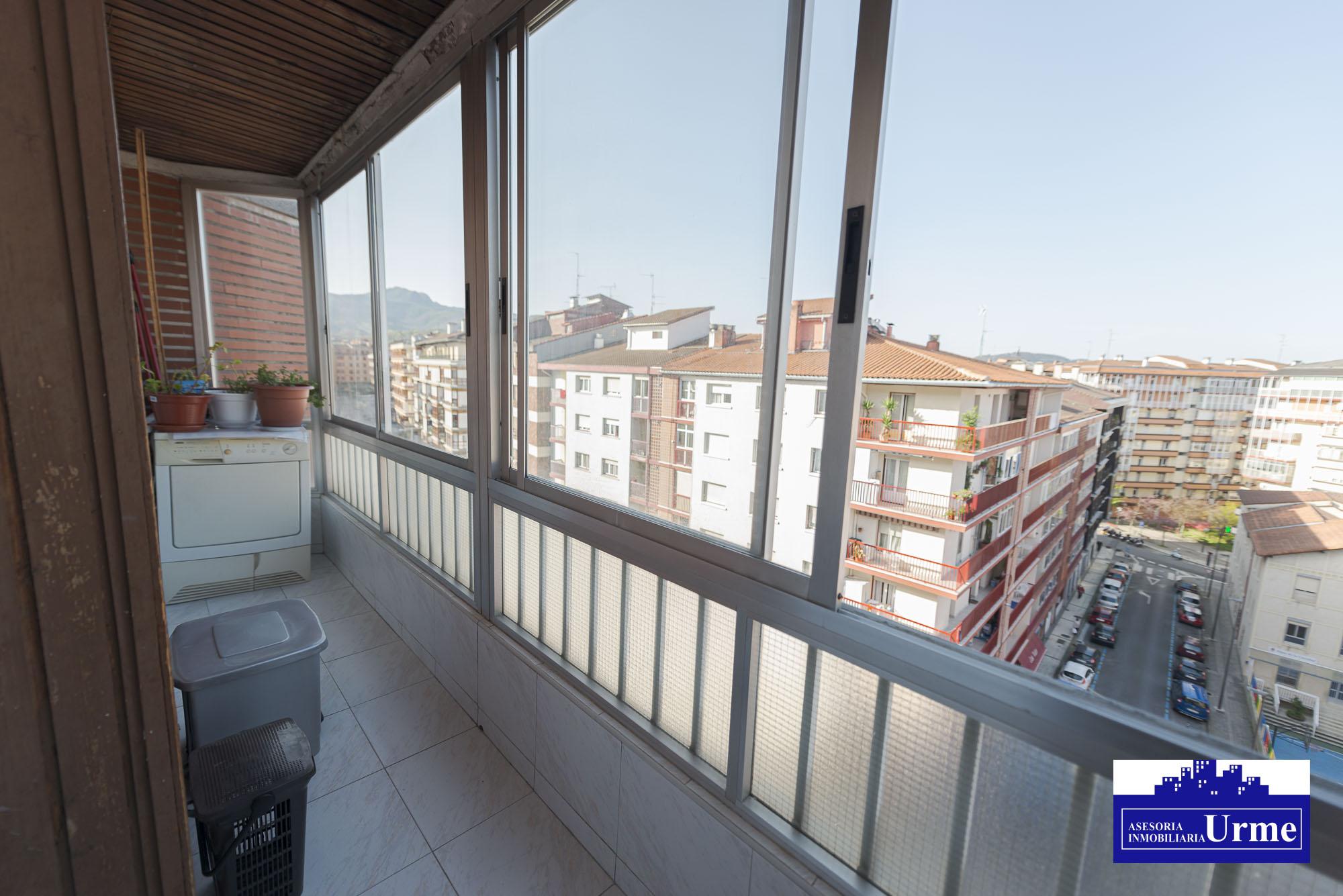 Nuevo precio.Calle Pinar,vivienda ubicada en el 6º planta,vistas despejadas y sol, 3 habitaciones, salon,cocina, baño y balcon.Para entrar.Informate!!!