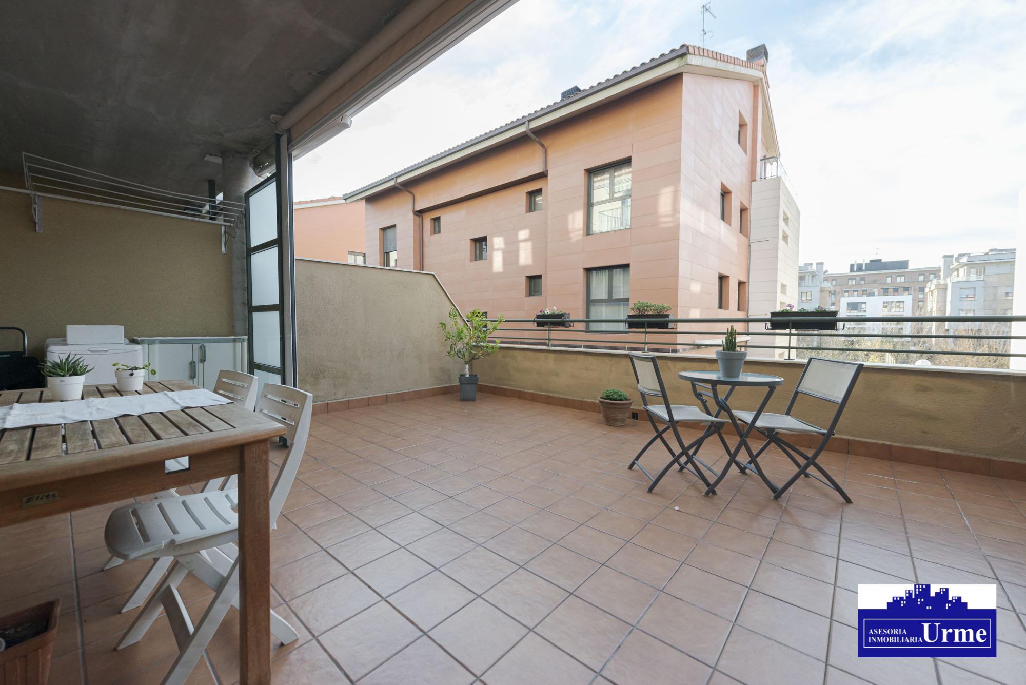 En Belasconea, vivienda atipica grandes espacios,78m2, 3 habitaciones,salon cocina equipada abierta,baño.Para entrar!!!!