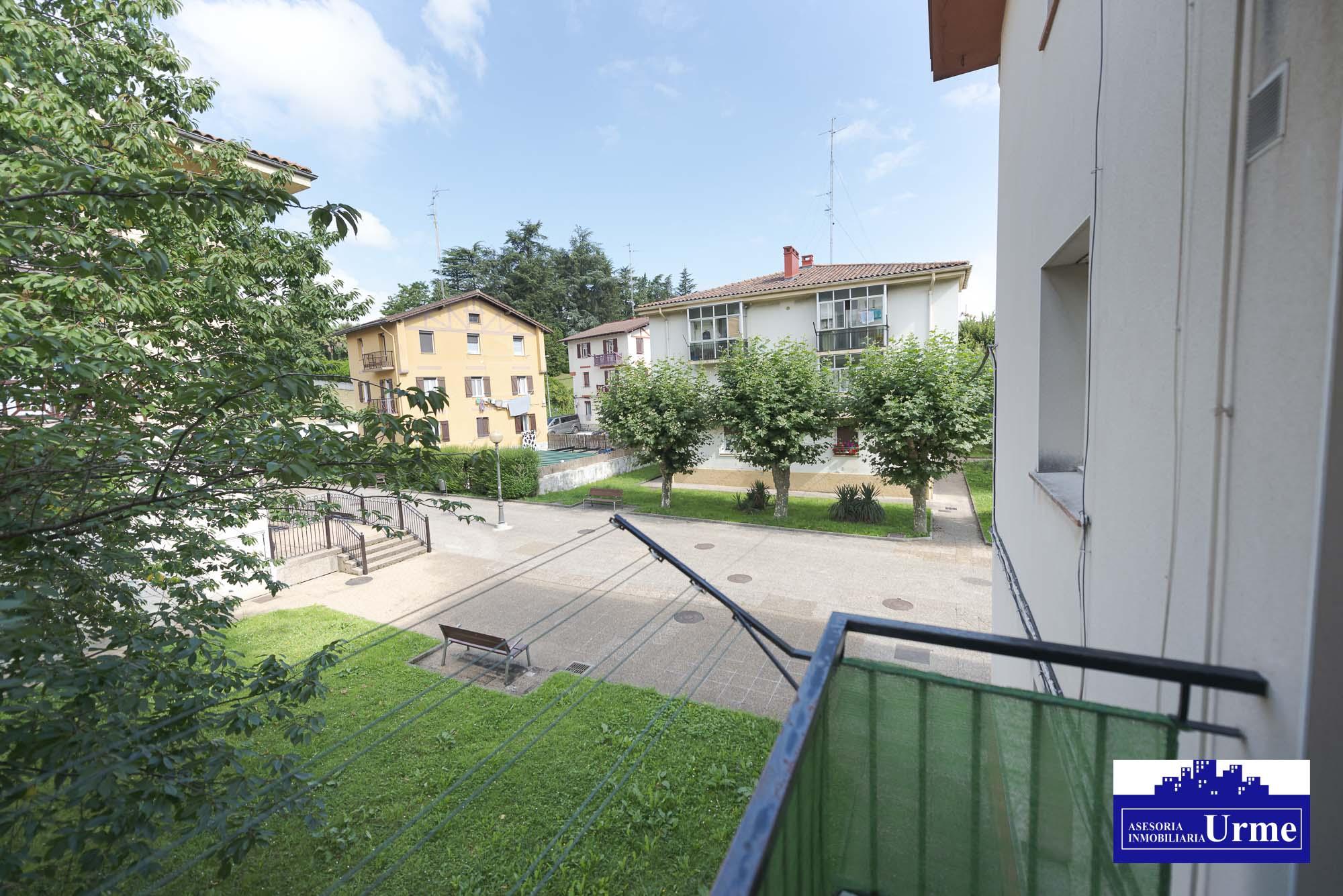 Funcional,espacioso, exterior y con balcon.Uno 88m2 útiles distribuidos en 3 habitaciones, salon,cocina y baño con ducha.Para entrar!!!!
