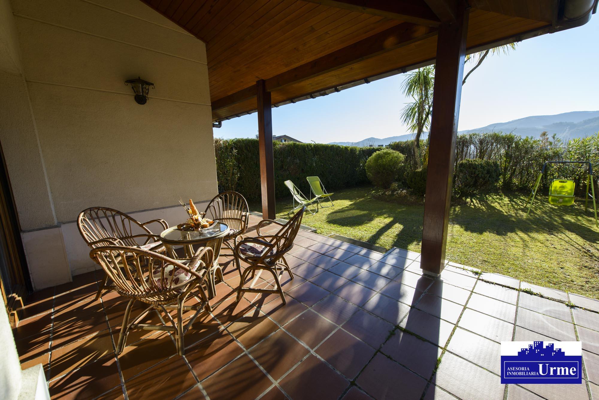 Villa unifamiliar en perfecto estado,zona tranquila, vistas despejadas y sol.