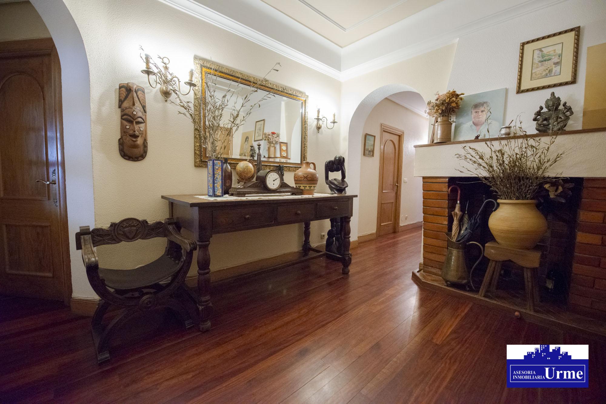 Piso alto en Paseo de Colon, en esquina,exterior,177m2, 5 dormitorios, salon,cocina-comedor, dos baños!!! Posibilidad de segregar.Informate!!