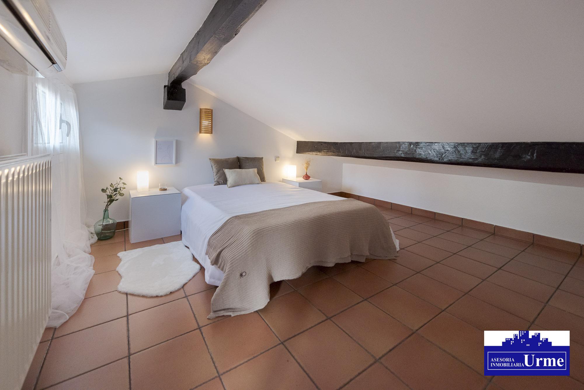 Atico! estupendo!! 3 habitaciones ,salon,cocina, baño completo y aseo con lavabo!Te gustara!!