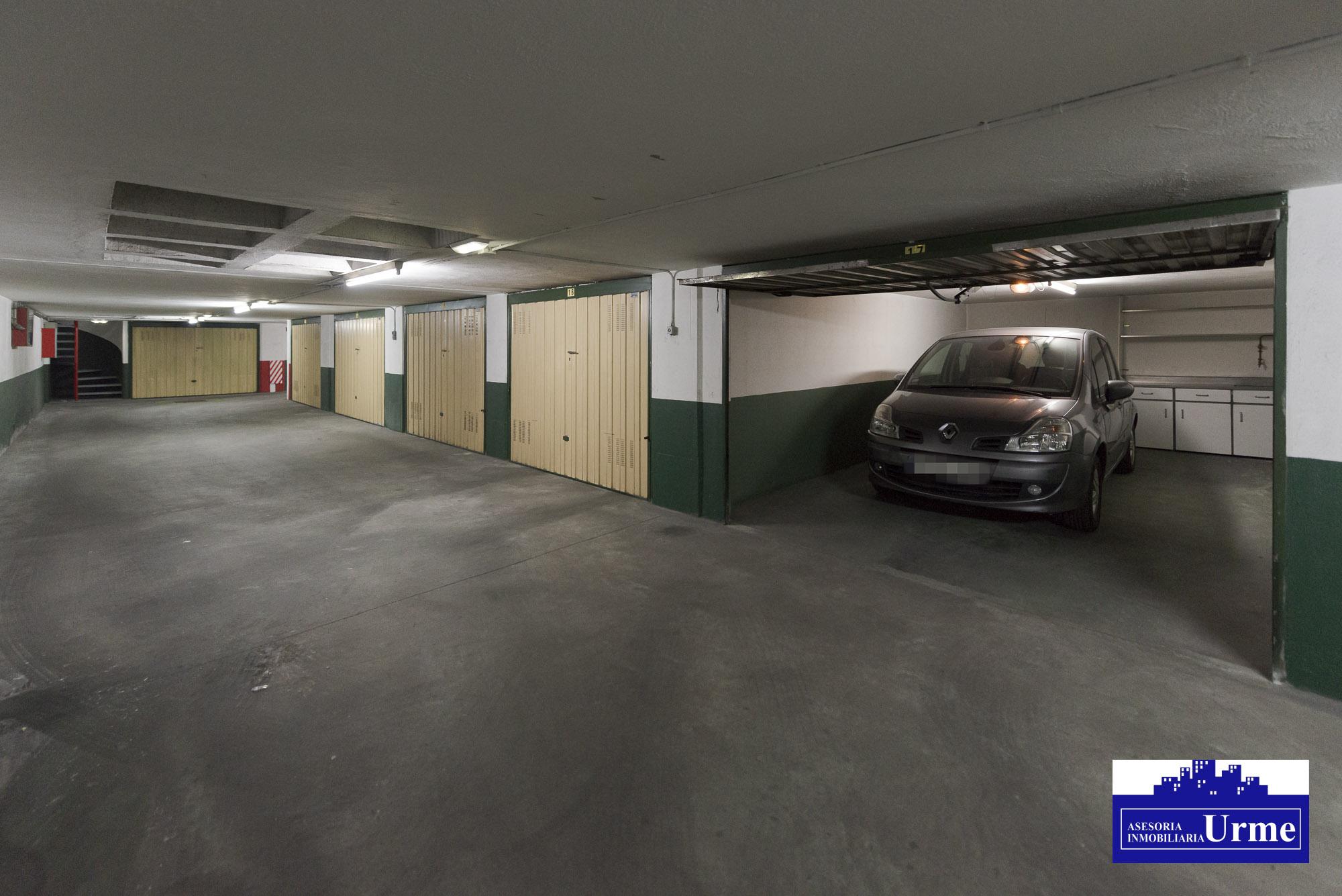 Paseo de Colon, junto Mendibil,pisazo de 122m2útiles, amplitud y confort.3/4 habitaciones,2 baños+1 aseo, salon de 28m2, cocina equipada. trastero de  9 m2 bicicletero,espacio motos,garaje opcional.Informate rapidamente:)