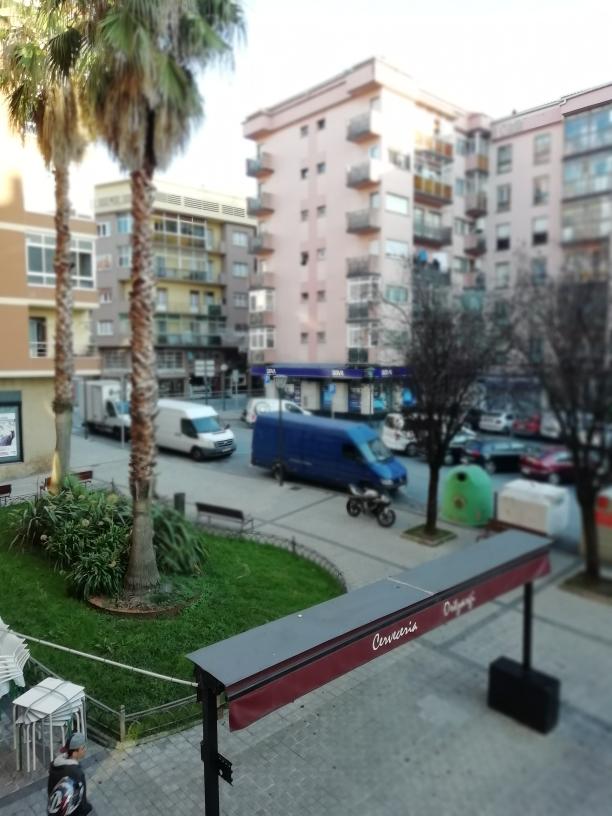 Zona San Miguel, barrio comercial, todo a pie...2 habitaciones, salon,cocina y baño.Exterior.