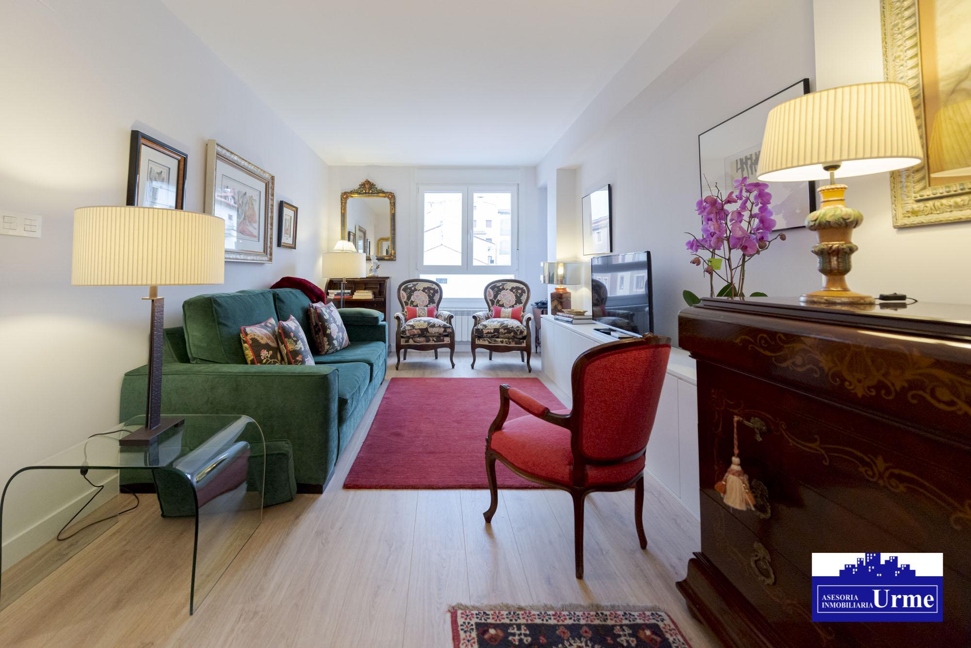 En Dario de Regoyos, ultima planta, gran balcon, garaje,3 habitaciones,salon-comedor,baño completo+aseo con lavabo.Vistas estupendas.Doble orientacion!!