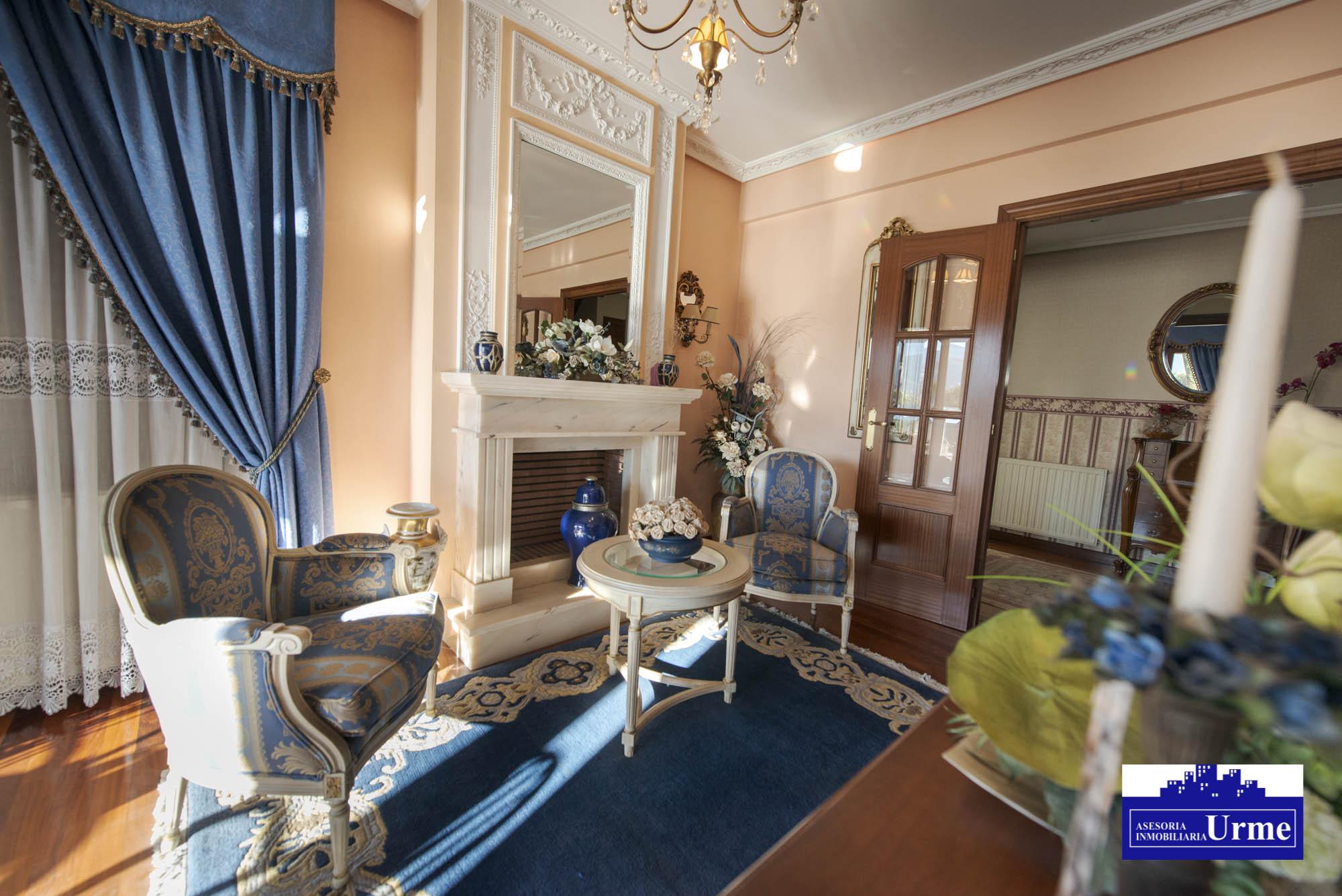 Villa bifamiliar en perfecto estado,zona tranquila, vistas despejadas y sol.