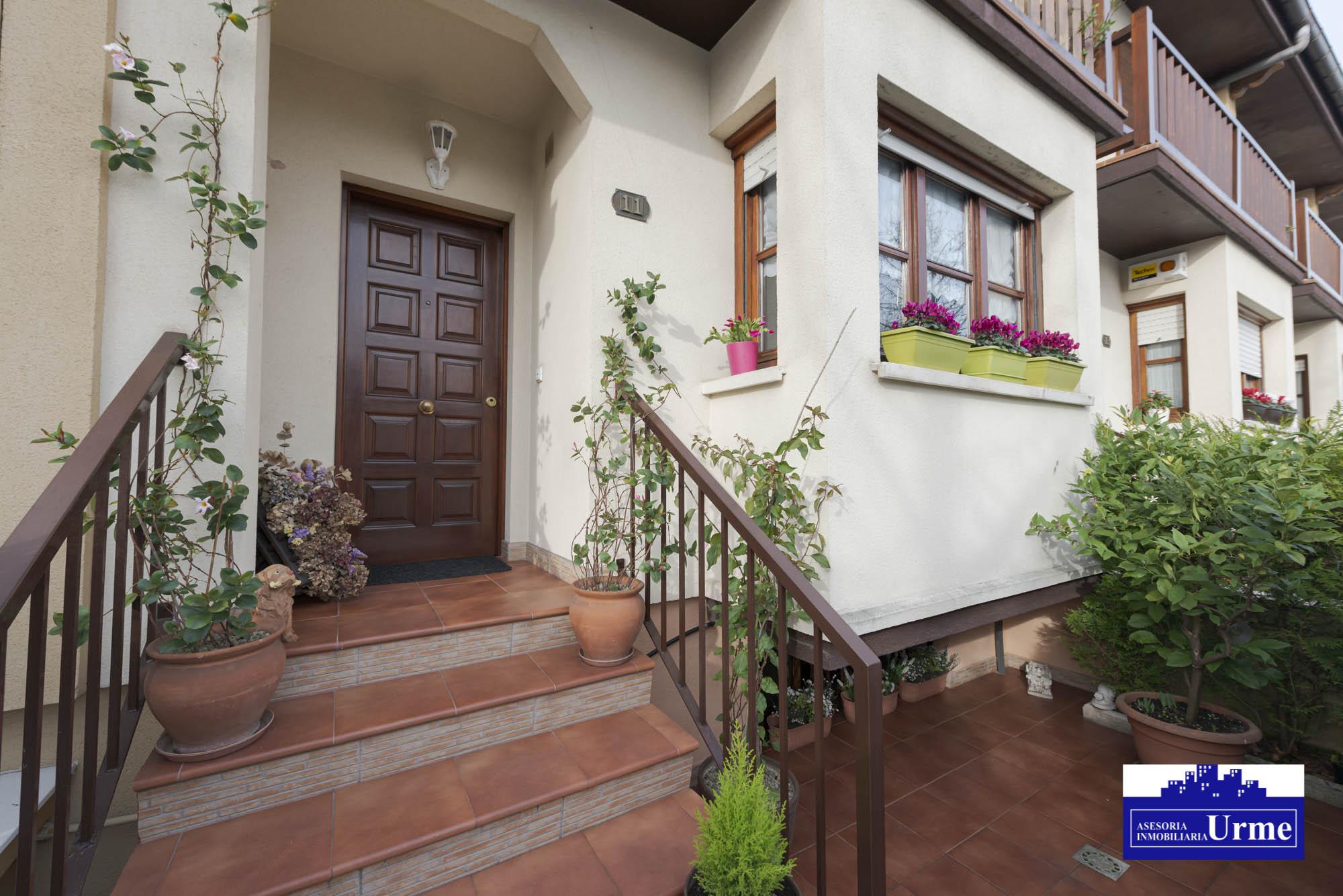 Villa adosada,con mucho encanto y en perfecto estado.190m2 útiles.Gr...