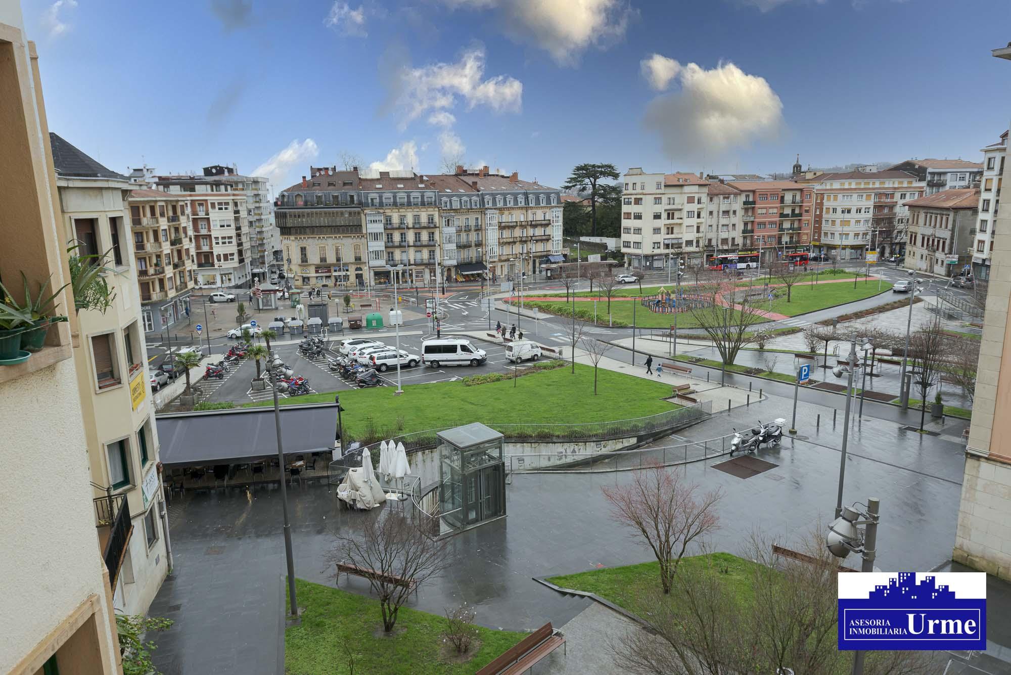 Pisazo junto a la plaza San Juan, calidades extraordinarias,rehabilitado a capricho.107m2, espacios amplios!!!2 baños.Parking opcional!!Ven a conocerlo
