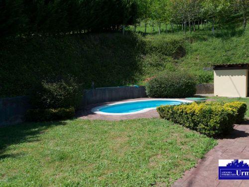 En Lesaka, a 24 minutos de Irun, villa adosada con jardin y terraza.250m2 utiles,5 habitaciones, salon,4 baños!!!!! Ideal para vivir.Informate!!