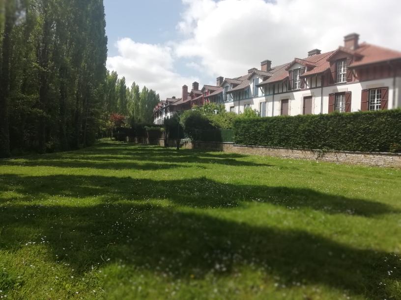 En lugar priviligiado,Villa con jardincito