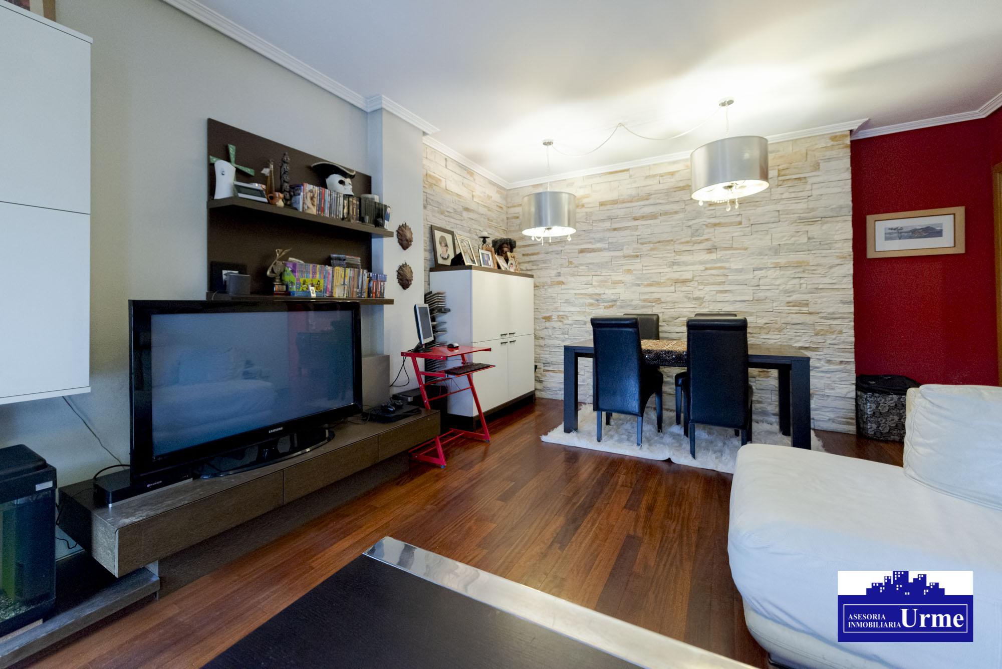 Nuevo precio!!!En Urdanibia Berri, zona residencial.90m2,Tres habitaciones,salon,cocina y dos baños.Garaje opcional.Ven a visitarlo!!!