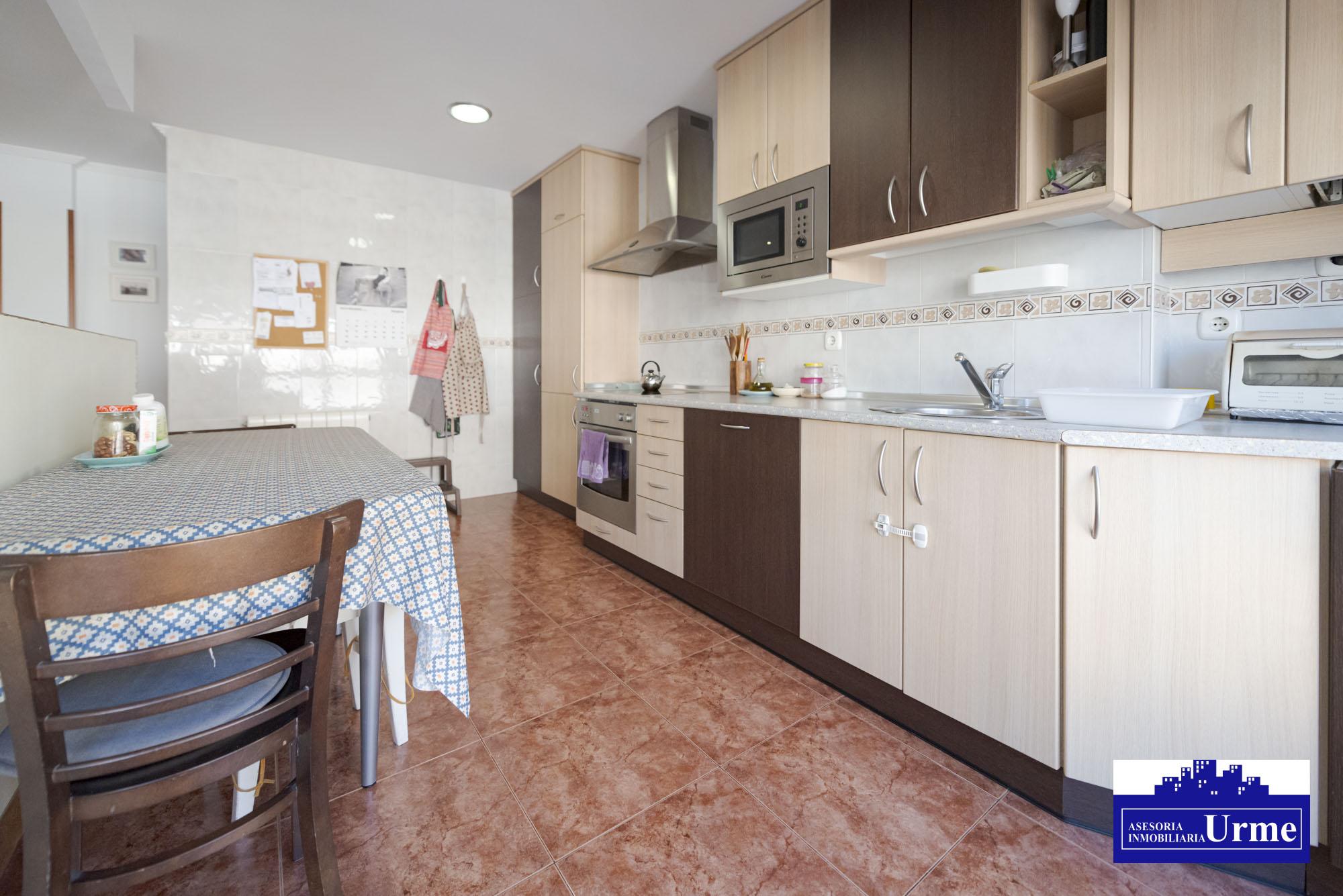 En ventas de Irun, con ascensor amplio a cota cero.2 Habitaciones, baño con ducha,salon, cocina americana Impecable. Informate!!!!