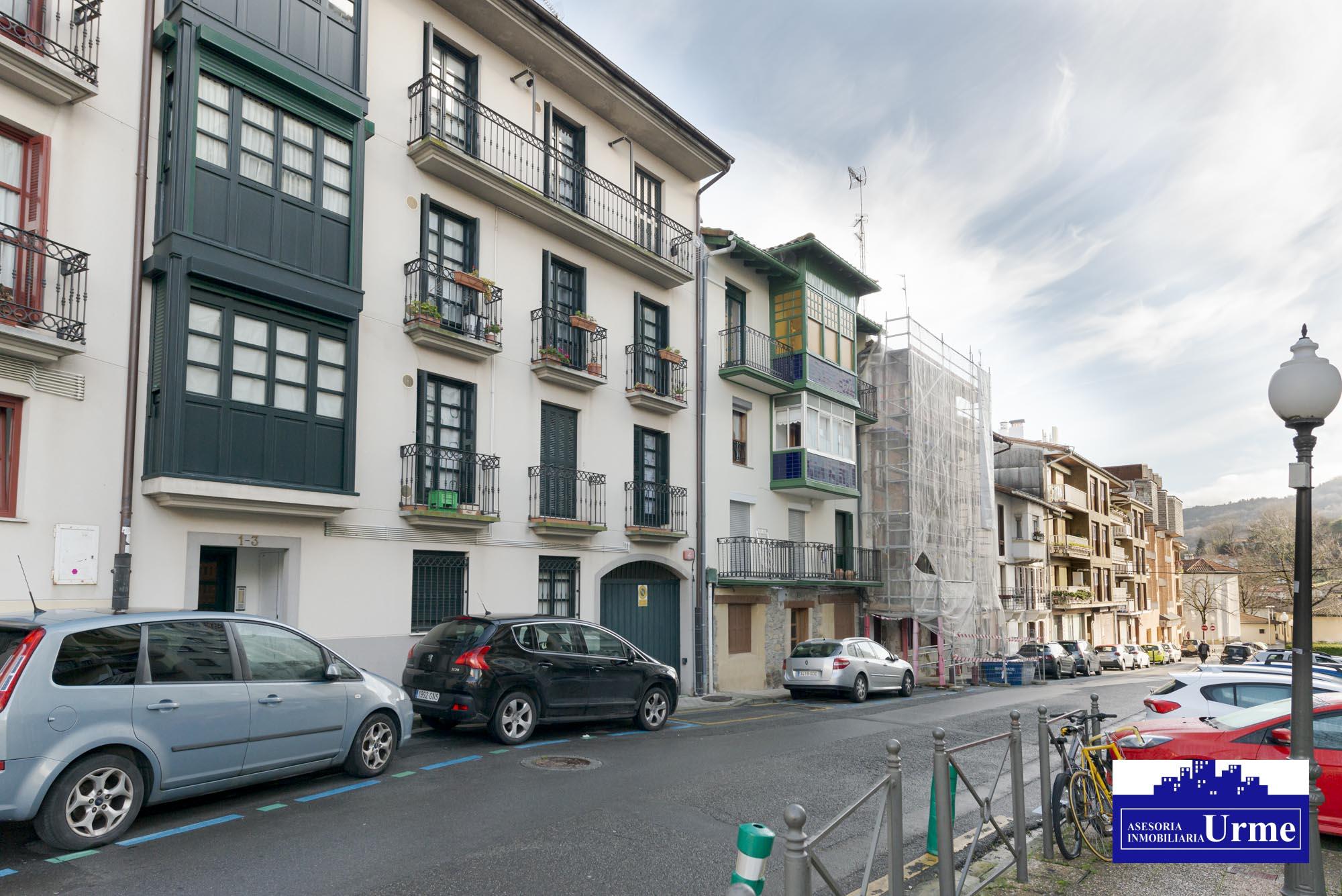 Estupendo Duplex de 95m2,en el centro, con garaje cerrado en el edificio.Un lujo.Informate en inmobiliaria Urme.
