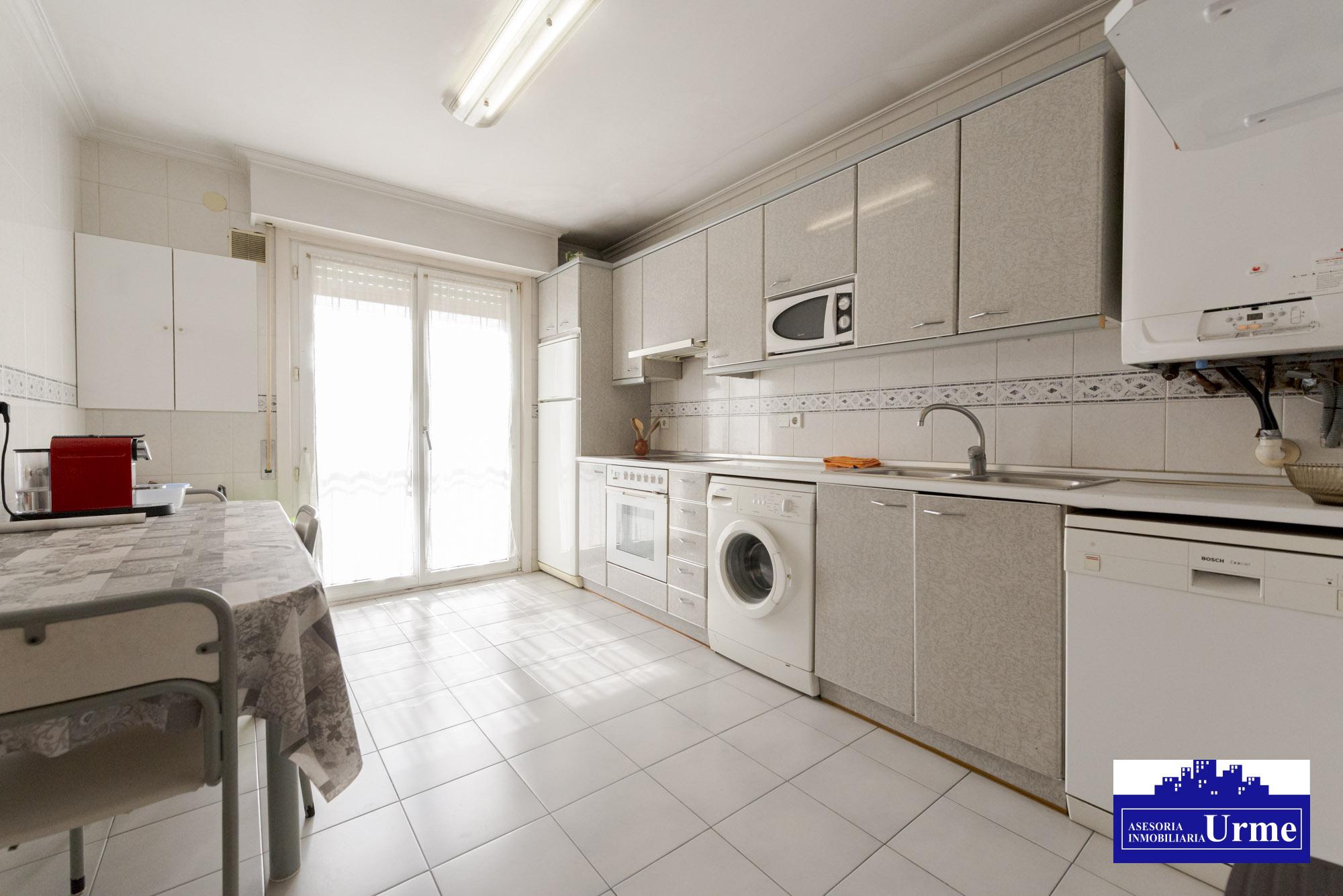 Pisazo de 90m2+85 m2 de trastero comunicado con la vivienda!!!!Informate!!! garaje opcional en el mismo edificio..