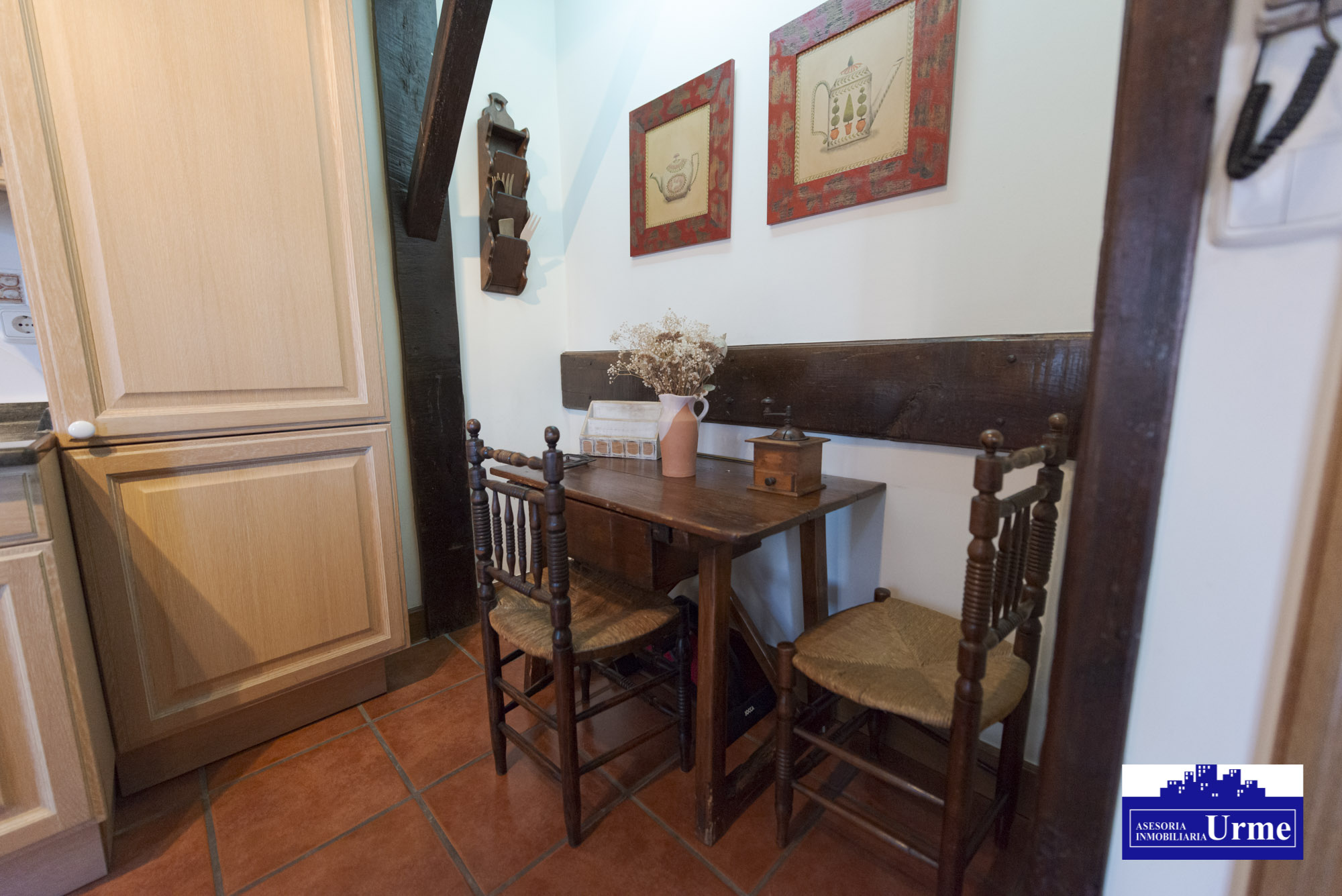 En Paseo de Colon,Sur,Pisazo ubicado en una 4º planta, grandes espacios,3/4 habitaciones,soleado, con mucha luz.Para entrar a vivir.Ven a visitarlo!!!!