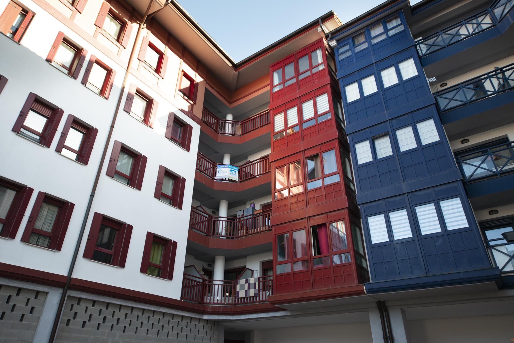 Hendaia Centro, a 7 minutos del topo y 18 a pie de la playa.Apartamento para entrar a vivir.