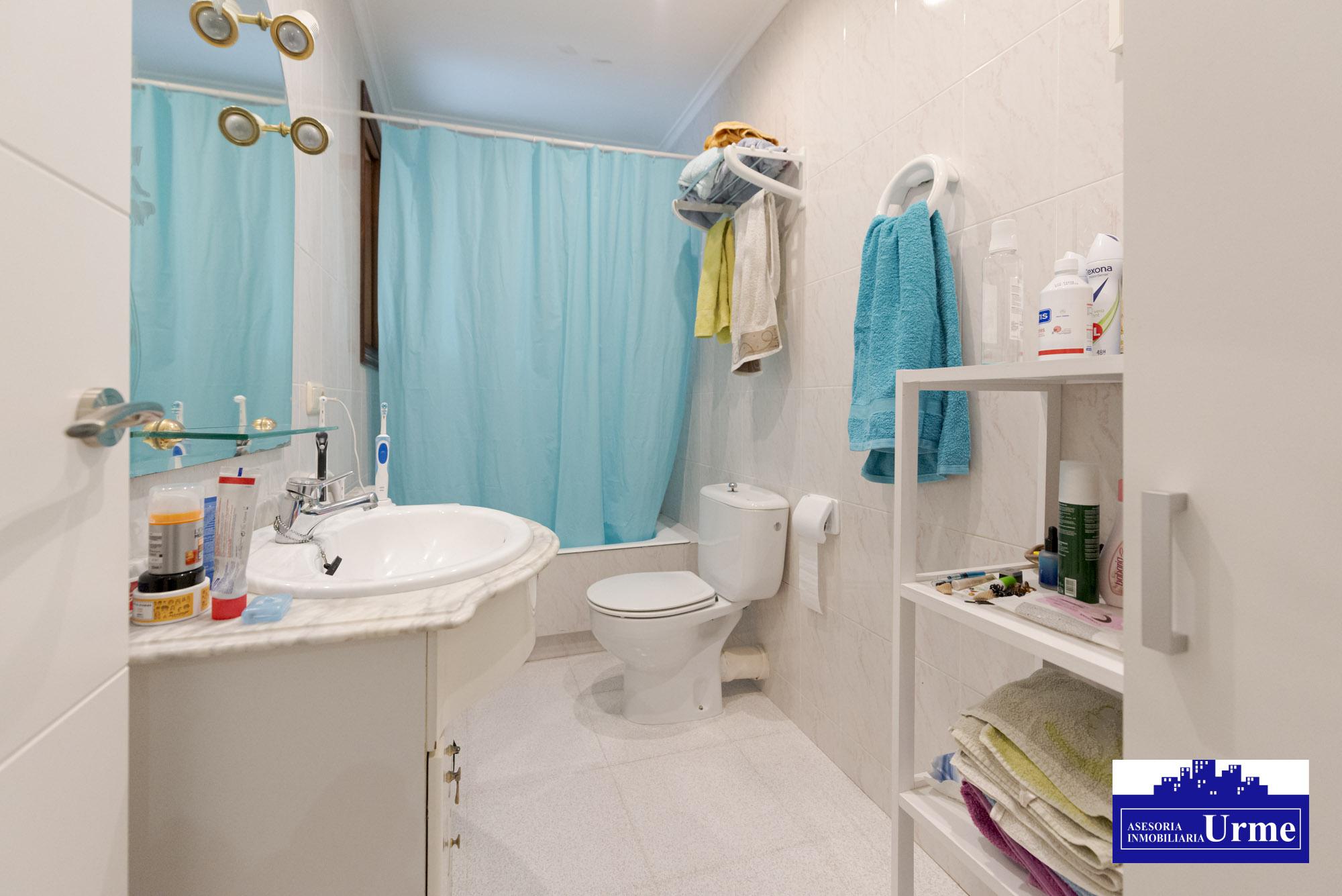 En san Miguel,vivienda sin ascensor,reformada con gusto.3 Habitaciones, gran salon, bonita cocina,despensa y baño.Proxima a la estacion.Informate!!