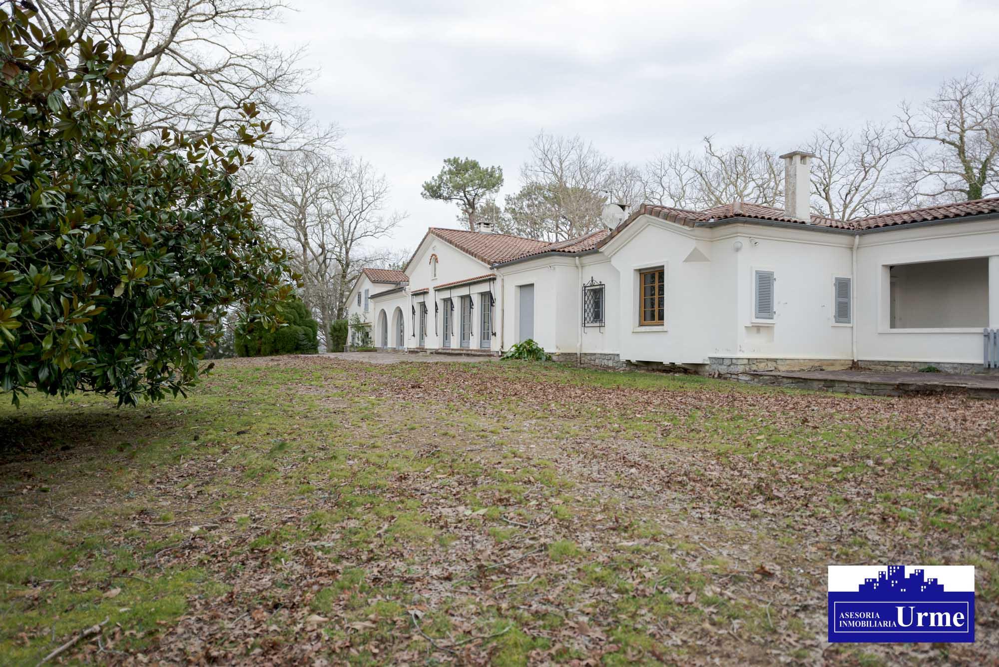 Excepcional propiedad en Iparralde, proxima al Golf Makila!! A pocos minutos de Biarritz.Infinidad de posibilidades!! Descubrela en Urme.