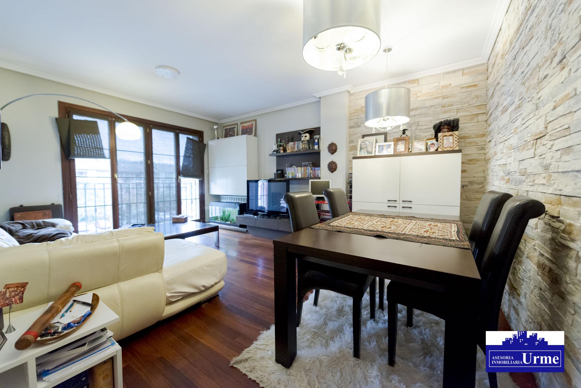 En Urdanibia Berri, zona residencial.90m2,Tres habitaciones,salon,coc...