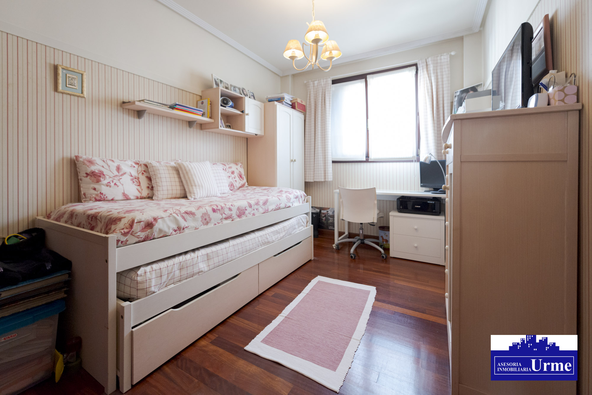 En el centro, exterior, con garaje y trastero!!90m2, Tres habitaciones, exteriores,salon,cocina y 2 baños!!!!