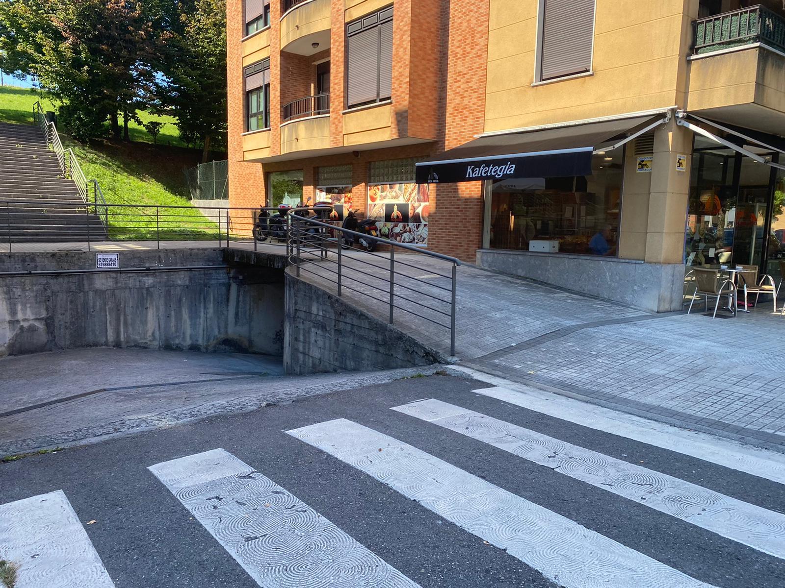 En Puiana plaza de aparcamiento cerrada.14m2. Informate en nuestras oficinas.